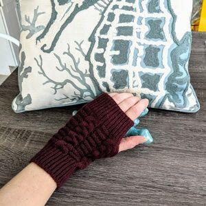 Burgundy fingerless woven gloves